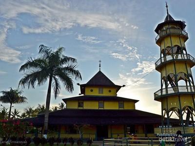 Sejukan Hati ke Masjid Tertua Kota Samarinda