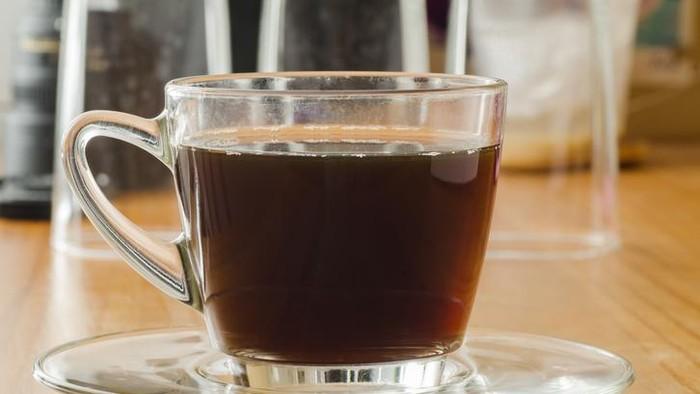 Amankah minum kopi setelah vaksinasi Covid-19? Berikut penjelasan para ahli.