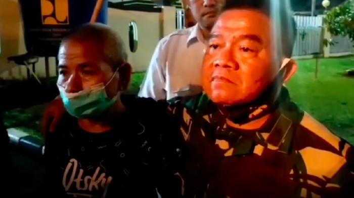 Ari Tahiru, tersangka kasus perusakan panel beton di Minahasa, Sulut, ditangguhkan penahanannya. Irdam Merdeka Brigjen TNI Junior Tumilaar ikut menjemput (Screenshot video viral)