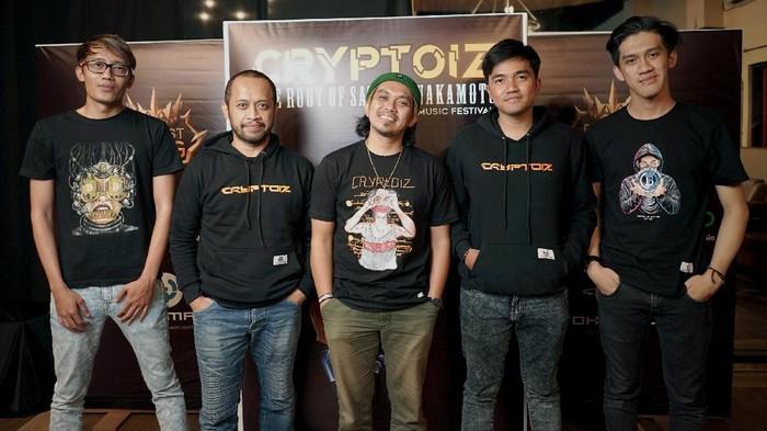 (kiri) Agus artemiss (Founder Cryptoiz), Benk2, Aska, Pebriansyah(co-founder Cryptoiz), Fauzi yara (Co-founder Cryptoiz)