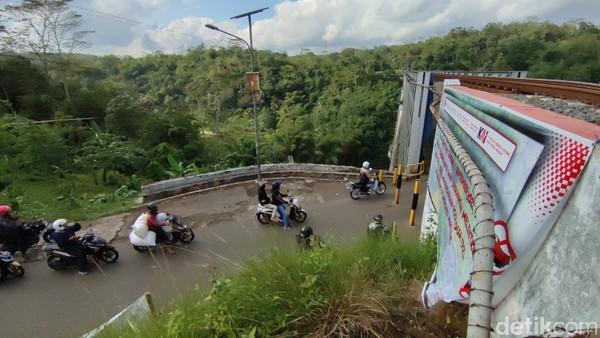 Jembatan Cirahong berada di Kabupaten Ciamis, Jawa Barat. (Dadang Hermansyah/detikcom)