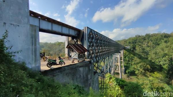 Jembatan Cirahong dibangun pada zaman penjajahan Belanda sekitar tahun 1893.(Dadang Hermansyah/detikcom)
