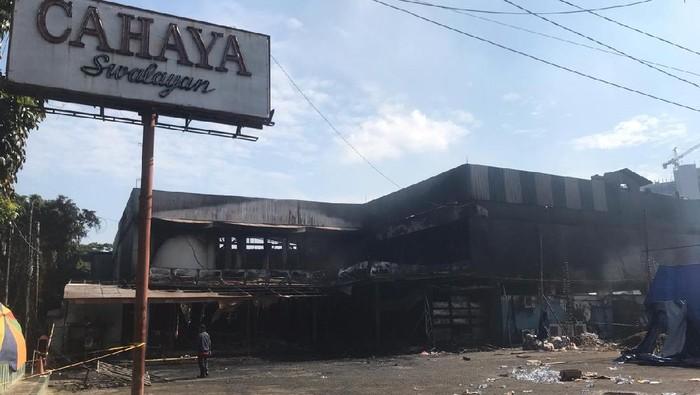 Kebakaran menghahungskan Swalayan Cahaya di Cilandak, Jaksel