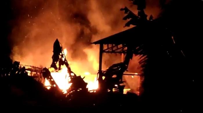 Kebakaran pabrik pupuk di Sukabumi.s