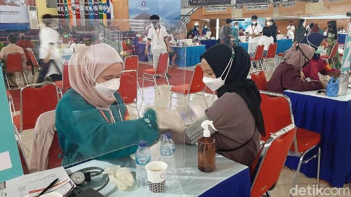 Mahasiswa dan Masyarakat Jalani Vakainasi di Kampus IPB Dramaga Bogor
