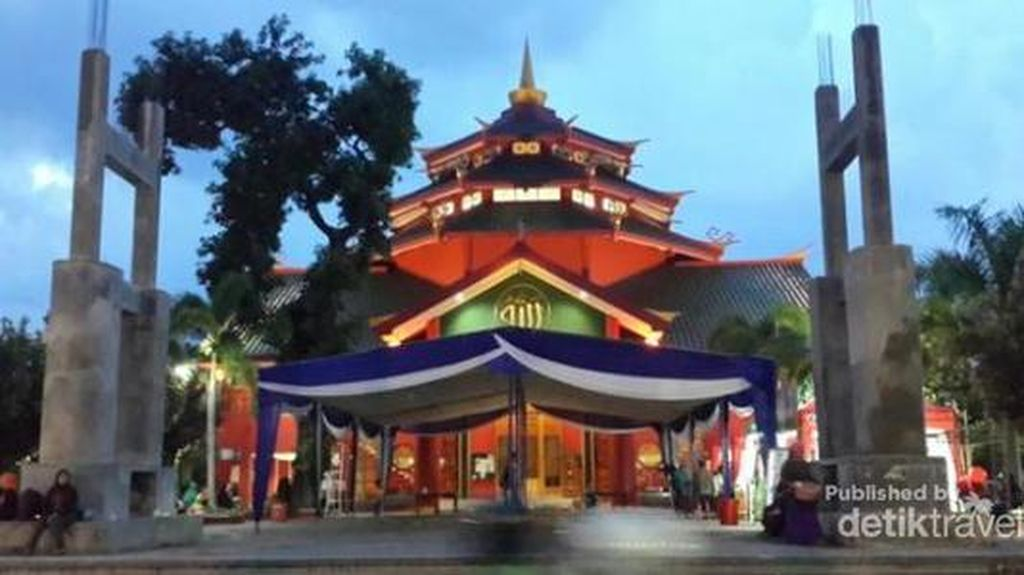 Arsitektur Cantik dan Unik, Tempat Ibadah di Jatim Ini Ramai Dikunjungi Wisatawan