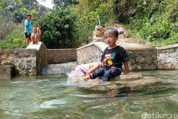Ada dua kolam yang tersedia di mata air Campaka, kolam dewasa dan anak-anak. (Wisma Putera/detikcom)