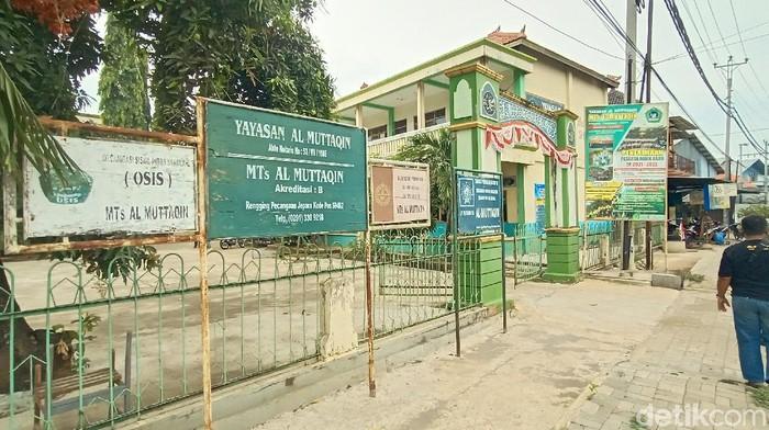 Puluhan orang terdiri dari siswa dan guru MTs Al Muttaqin Rengging, Kecamatan Pecangaan, Kabupaten Jepara, positif Corona Rabu (22/9/2021).