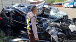 Ngeri! Penampakan Minibus yang Ringsek Imbas Kecelakaan di Tol Cipali