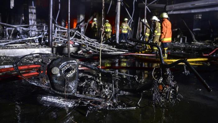 Kebakaran hanguskan sebuah toko swalayan di kawasan Cilandak, Jakarta Selatan pada Selasa (21/9) malam. Diketahui tak ada korban jiwa dalam peristiwa itu.