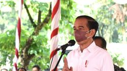 Jokowi Minta Mahasiswa Bantu Gerakkan Warga Ikut Vaksinasi Merdeka