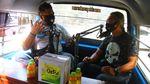 Saat Angkot di Malang Disulap Jadi Studio Podcast Keliling