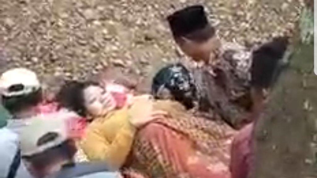 Sudah 2 Perempuan di Jember yang Ditandu Seberangi Sungai untuk Melahirkan