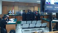Sidang Korupsi Masker Banten Ditunda, Pengacara Minta Terdakwa Dihadirkan