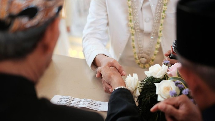 Akad nikah is Islamic prenuptial agreement. Indonesian's weddingAkad nikah is Islamic prenuptial agreement. Indonesian's wedding (Islamic marriage)