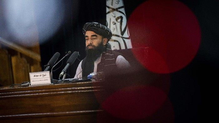 Taliban government spokesman Zabihullah Mujahid gives a press conference in Kabul, Afghanistan, Tuesday, Sept. 21, 2021. The Taliban have expanded their interim Cabinet by naming more ministers and deputies, but failed to appoint any women. At the news conference Tuesday, Mujahid held out the possibility of adding women to the Cabinet at a later time, but gave no specifics. (AP Photo/Bernat Armangue)