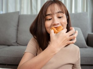 Ini 6 Alasan Mengapa Kamu Selalu Ngidam Makanan Manis