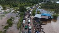 Banjir Bikin Jalur Nasional Bukit Rawi Macet Total