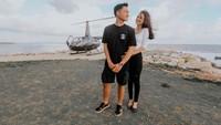 Momen Romantis Azriel Hermansyah Rayakan Setahun Pacaran di Atas Heli