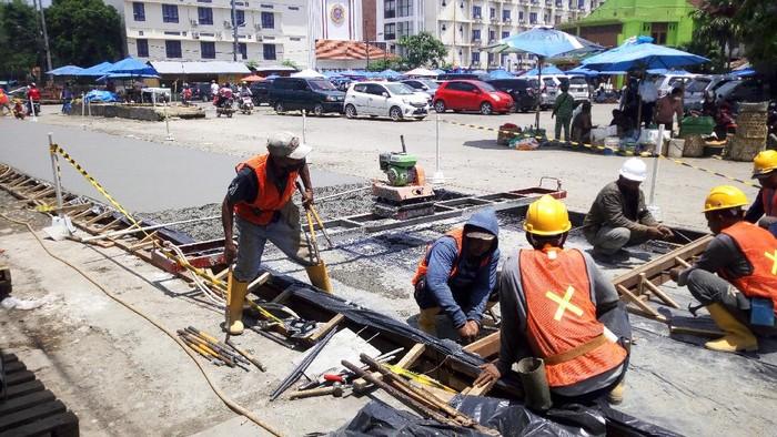 Bobby cek perbaikan jalan rusak di Medan (Datuk-detikcom)