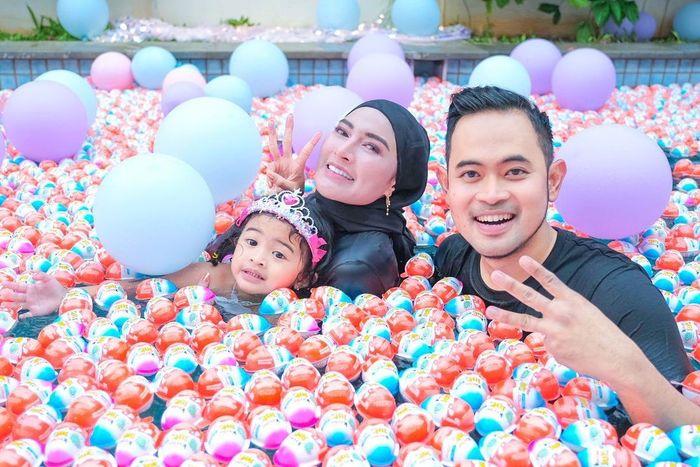 Crazy Rich Malang Rayakan Ultah Anak dengan Kolam Kinder Joy