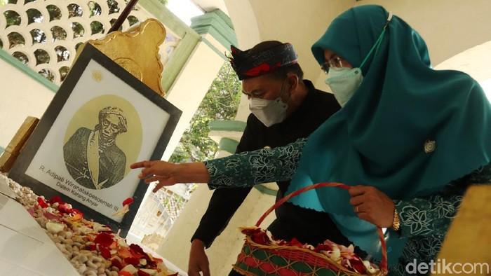 Jelang Hari Jadi Kota Bandung ke-211, Forkopimda melakukan ziarah kubur ke makam para bupati Bandung. Ziarah kubur dipimpin Wali Kota Bandung Oded M Danial.
