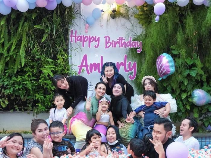 Foto momen ulang tahun anak Gilang dan Shandy.