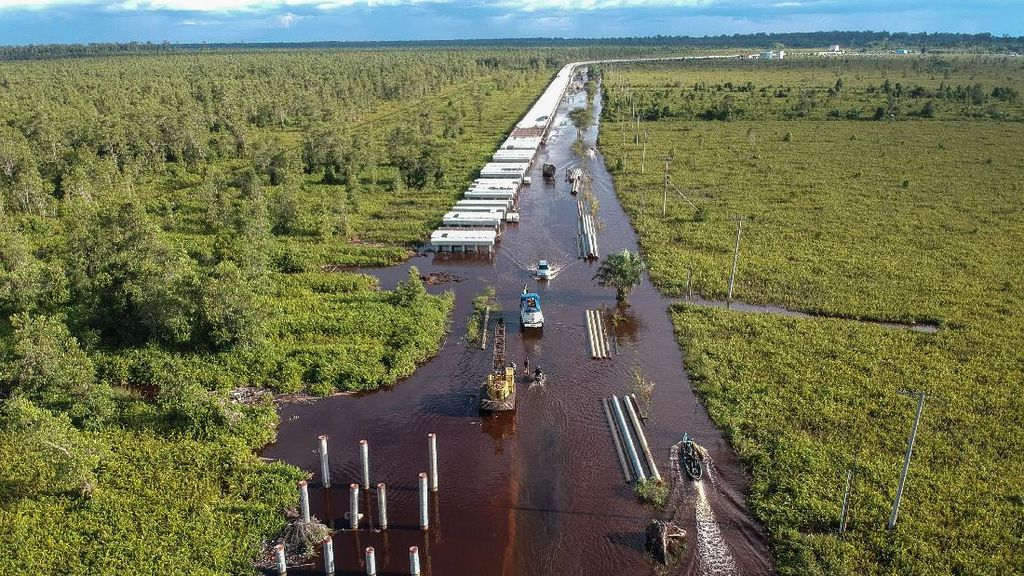 Hampir Sebulan, Jalan Trans Kalimantan Bukit Rawi Masih Banjir