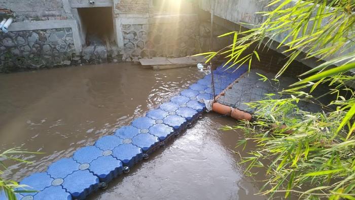 Kali di dekat Kelurahan Rawa Bunga telah bersih dari sampah.