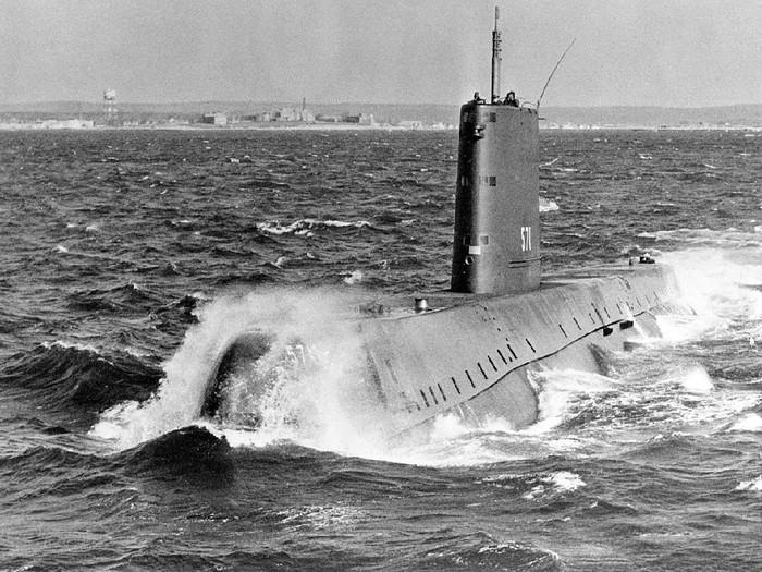 Kapal selam nuklir pertama di dunia USS Nautilus milik Amerika Serikat