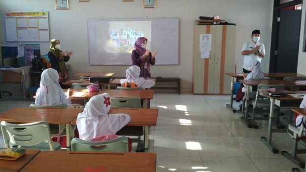 Kegiatan pembelajaran tatap muka di SDN Malaka Jaya 07 Jaktim