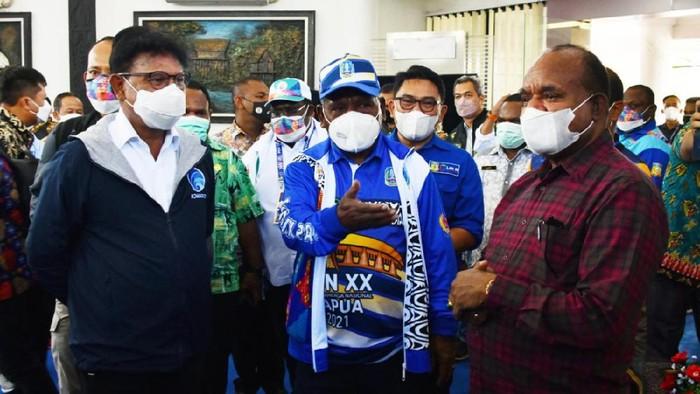 Menkominfo Johnny G. Plate meninjau kesiapan jaringan telekomunikasi di PON XX 2021 Papua.