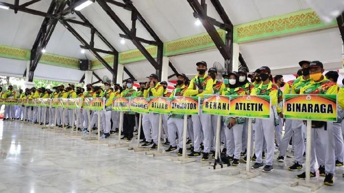 Pelepasan atlet PON oleh Gubernur Riau.