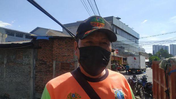 Pengawas Kali Kecamatan Jatinegara UPK Badan Air Sapi'i Hasan
