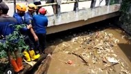 Sampah Menumpuk di Kali Mampang, Penyebab Banjir di Sawangan Depok