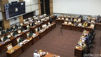 Prabowo-Panglima TNI Berhalangan Hadir Rapat, Komisi I DPR Riuh