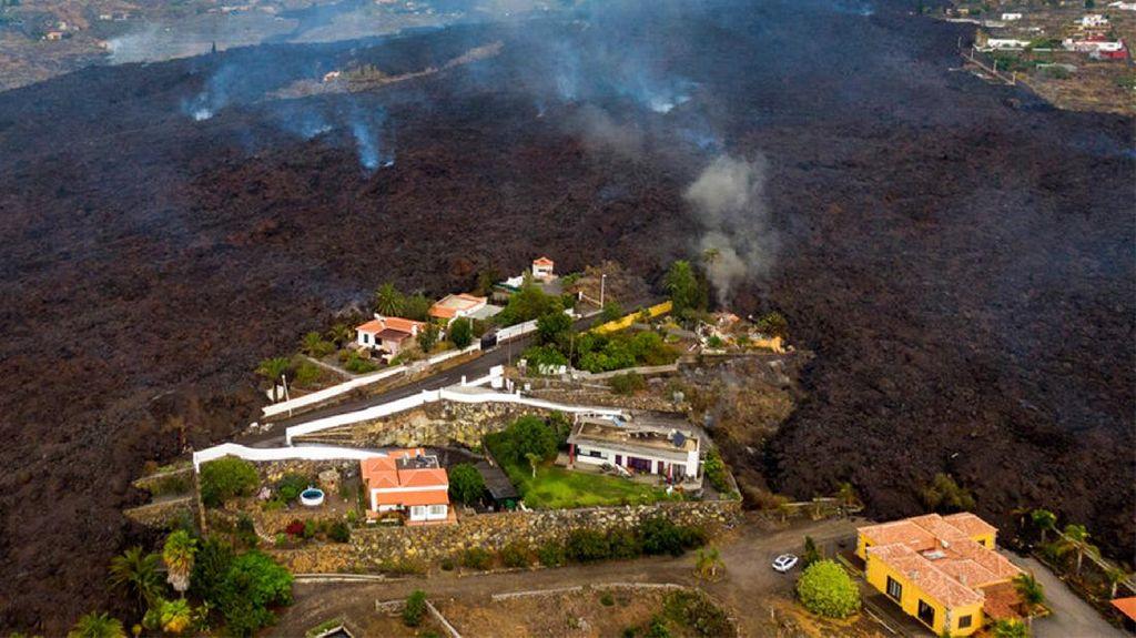 Rumah Warga di Spanyol Terkepung Lahar Gunung Berapi