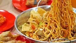 Pedas Jontor! Makan Mie di 5 Tempat Ini Bisa Pakai Level 100 Cabe