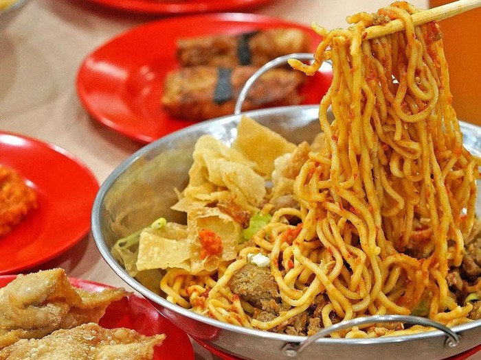 Tempat Makan Mie Pedas yang Levelnya Pakai 100 Cabe