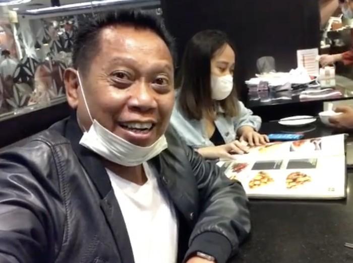 Tukul Arwana Sosok Family Man yang Hobi Makan Bareng Anak