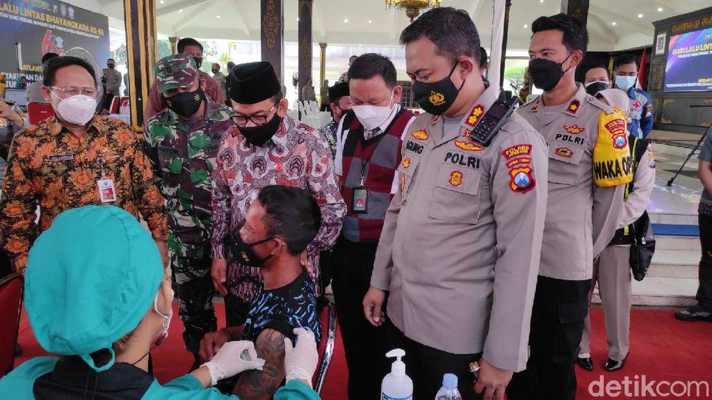 Giliran Pemulung dan Tunawisma di Jombang Jadi Sasaran Vaksinasi COVID-19