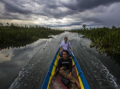 Serunya Wisata Religi Sambil Menyusuri Sungai di Kalsel