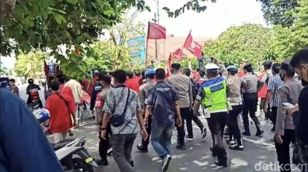 Aksi Demo Peringati Hari Tani di Sukabumi Dibubarkan Paksa Polisi
