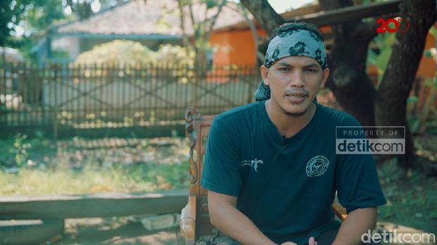Ketua komunitas Karawang Heritage.
