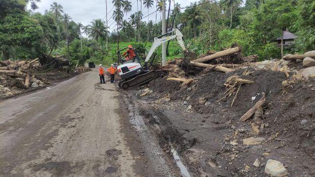 Basarnas Manado menghentikan pencarian korban banjir bandang di Minahasa Tenggara, Sulut, setelah pencarian hari ke-5. (dok Istimewa)