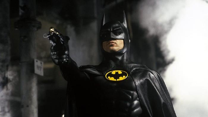 Film Batman (1989) yang dibintangi oleh Michael Keaton.