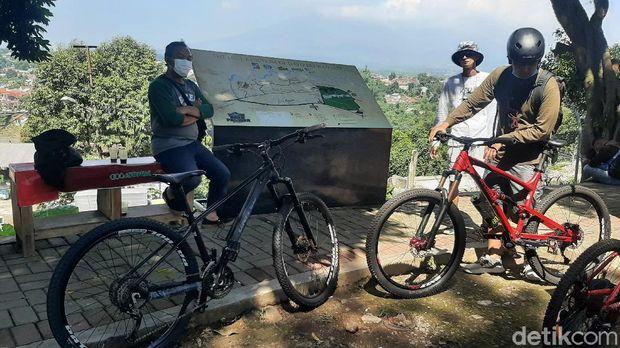 Bike Heritage, Wisata Sejarah Menelusuri Pradaban Pra Sejarah dan Kerajaan di Kota Bogor Sambil Goes