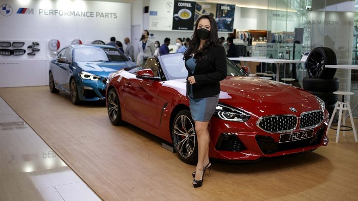 BMW Indonesia berkolaborasi dengan PT Artha Motor Lestari (AML) meresmikan pembukaan BMW Studio AML di AEON Mall Sentul City lantai Ground Floor #G53, Bogor, Jawa Barat, Jumat (24/9/2021).