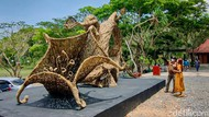 Penampakan Replika Bunga Kecubung Raksasa di Kulon Progo
