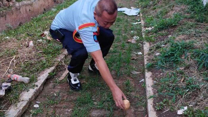 Ditemukan bungkusan isi sabu dan pil koplo di Lapas Kedungpane, Semarang, Jumat (24/9/2021).